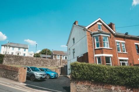 Oak Street, Abertillery, NP13. 6 bedroom semi-detached house