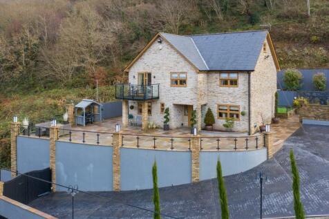 Penrhiw Road, Pontypridd, Rhondda Cynon Taff, CF37. 5 bedroom detached house for sale