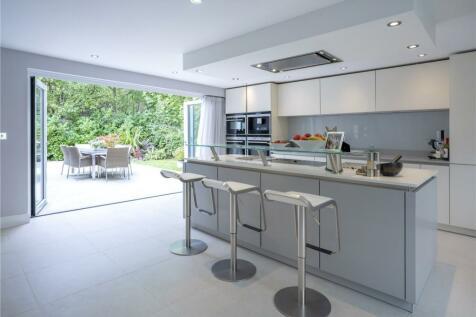 Dinton Road, Kingston, Surrey, KT2. 5 bedroom detached house for sale