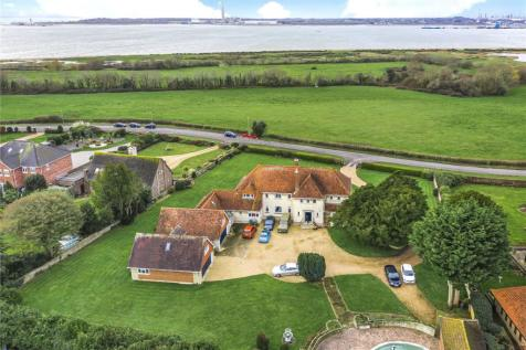 Hook Park Road, Warsash, Southampton, Hampshire, SO31. 5 bedroom detached house for sale
