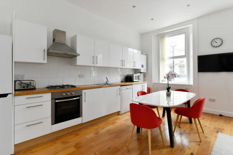 Queensway. 2 bedroom flat