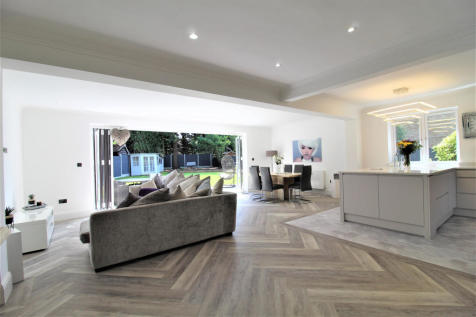 The Sheilings, Essex, RM11. 5 bedroom detached house
