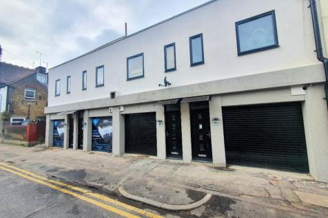 Park Street, Southend-On-Sea, Essex, SS0. 2 bedroom town house
