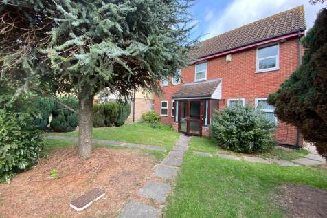 Garland Way, Hornchurch, London, RM11. 6 bedroom detached house