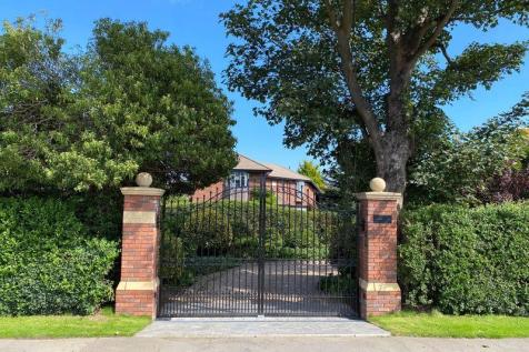 Elm Cottage, Cheapside, Waltham. 5 bedroom detached house for sale