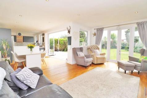 Manley Gardens, Cleethorpes. 3 bedroom detached bungalow