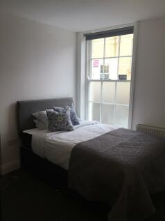 ROOM 9, 30a Bradford Road,. 1 bedroom house share