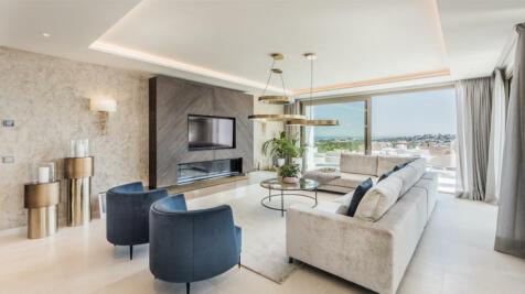 Andalucia, Malaga, Nueva Andalucia. 3 bedroom penthouse for sale