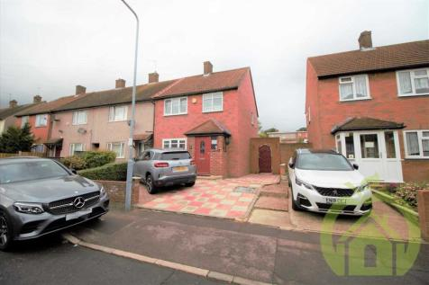 Crossbow Road, CHIGWELL. 2 bedroom end of terrace house