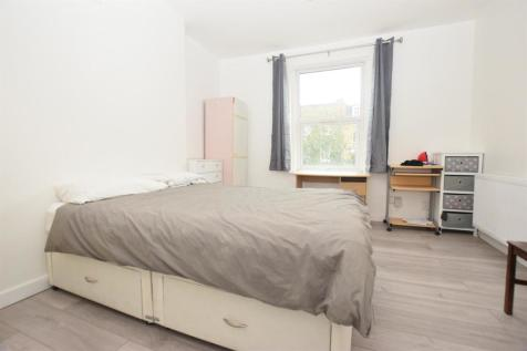 Camberwell New Road, London. 3 bedroom flat