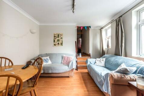 Tooting Bec Road, Tooting, SW17. 3 bedroom property