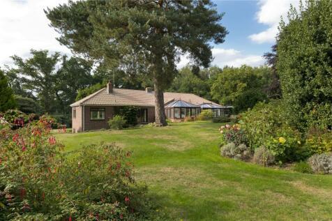 Hook Heath Road, Hook Heath, Woking, Surrey, GU22. 4 bedroom detached house for sale