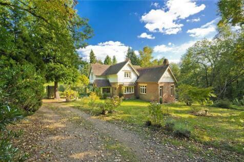 Hook Heath Road, Hook Heath, Woking, Surrey, GU22. 3 bedroom detached house for sale
