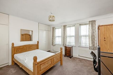 Wandsworth High Street, London, SW18. 3 bedroom flat