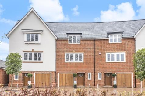 Highwood Village, Horsham, RH12. 4 bedroom terraced house