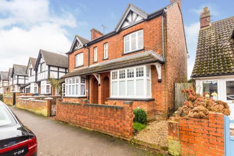 Grove Road, Stevenage. 2 bedroom semi-detached house for sale