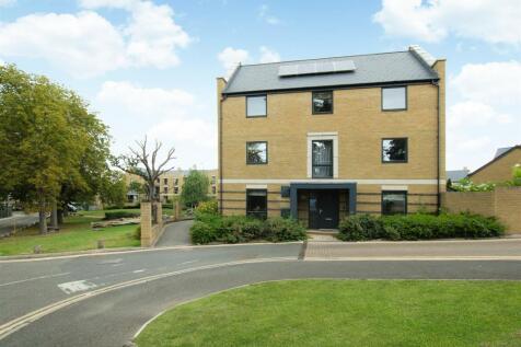 Giles Crescent, Uxbridge. 5 bedroom house