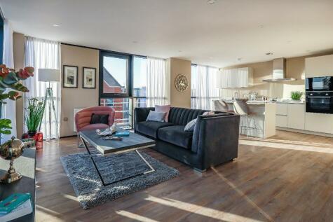 Queens Gardens, Hull, HU1 3DZ. 3 bedroom penthouse for sale