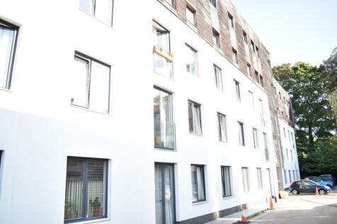 Godstone Road, Whyteleafe, CR3. 2 bedroom flat