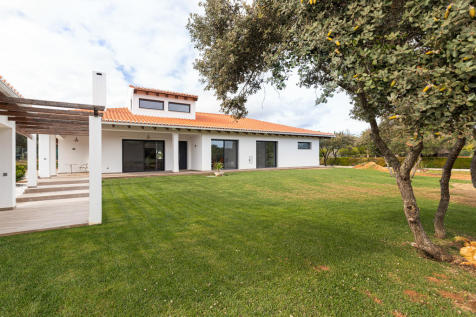 Algarve, Portimão. 4 bedroom house for sale