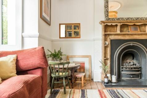 Howard Road, New Malden, London, KT3. 5 bedroom end of terrace house