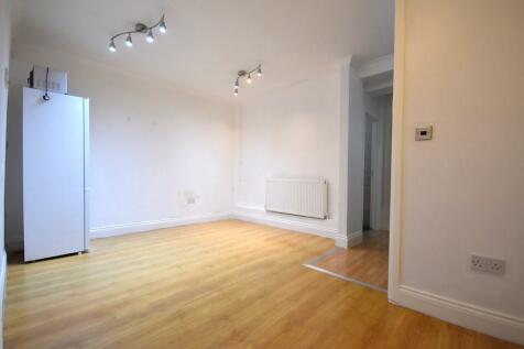 Fulham Palace Road, London, W6. 2 bedroom flat