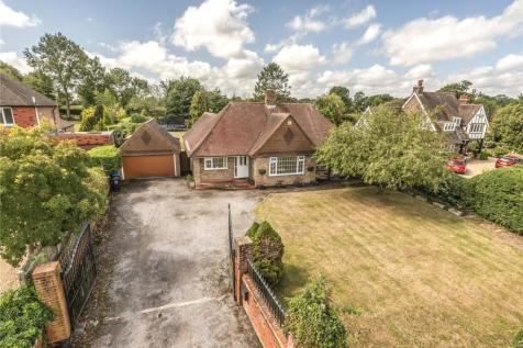 Dayseys Hill, Outwood,, Redhill,, Surrey, RH1. 3 bedroom bungalow for sale