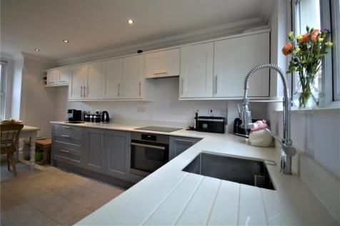 St Johns Road, Earlswood, Redhill, Surrey, RH1. 3 bedroom detached house for sale
