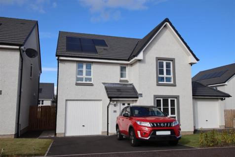 4 Auld Mart Road, Huntingtower, Perth, PH1 3HD. 4 bedroom detached house for sale