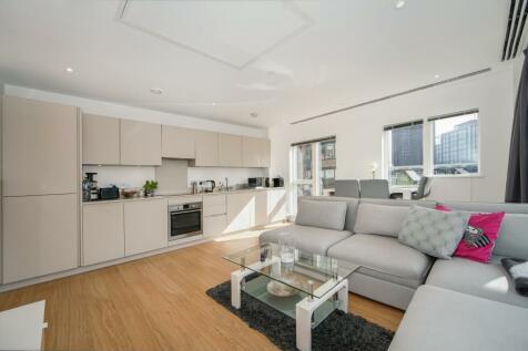 Cherry Orchard Road, Croydon, CR0. 2 bedroom flat