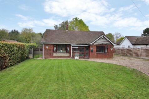 Newlands Lane, Meopham, Gravesend, Kent, DA13. 3 bedroom detached bungalow for sale