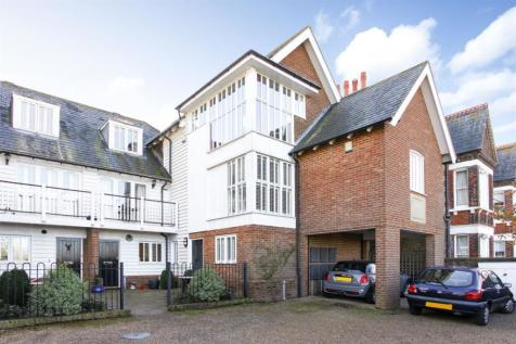 West Cliff, Whitstable. 2 bedroom flat for sale
