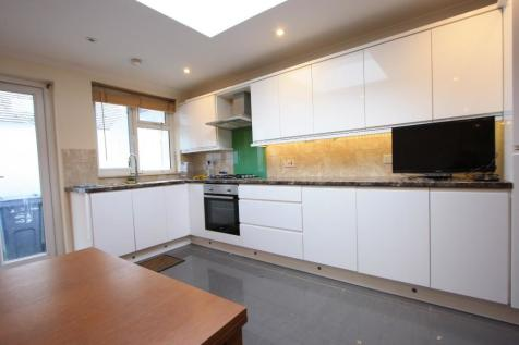 South Norwood Hill, London, SE25. 1 bedroom ground floor flat