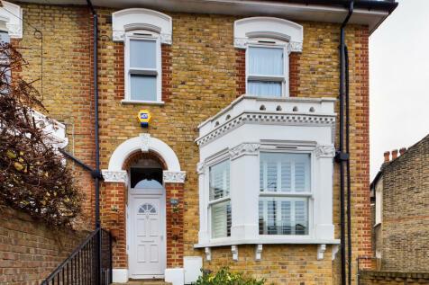 Sundorne Road, Charlton. 3 bedroom end of terrace house for sale