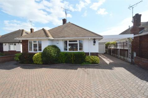 St. Augustines Avenue, Thorpe Bay, Essex, SS1. 3 bedroom bungalow for sale