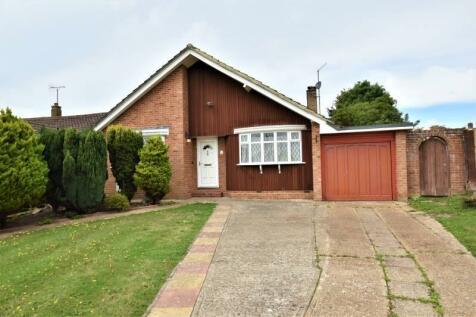 Wrestwood Avenue, Eastbourne, East Sussex, BN22. 3 bedroom detached bungalow