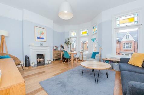 Glengarry Road, East Dulwich, London, SE22. 3 bedroom apartment