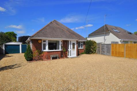 Ringwood, BH24 1RT. 2 bedroom detached bungalow