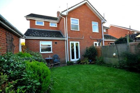 TOWN CENTRE, Ringwood, BH24 3AB. 2 bedroom semi-detached house