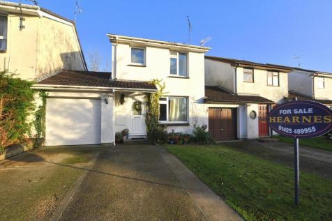 Ringwood, BH24 1XY. 3 bedroom link detached house