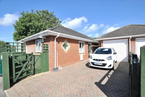 Ringwood, BH24 1RE. 2 bedroom detached bungalow