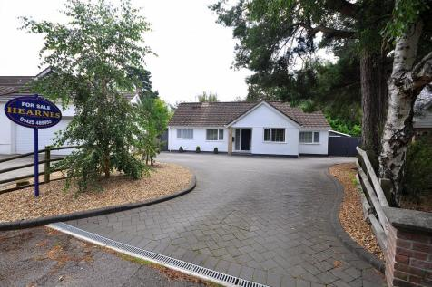 Ashley Heath, BH24 2JN. 3 bedroom bungalow