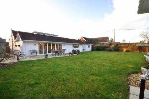 St Leonards, Ringwood, BH24 2PQ. 4 bedroom detached bungalow