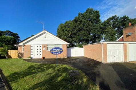 Paddock Close, St Ives, Ringwood, BH24 2LD. 3 bedroom detached bungalow