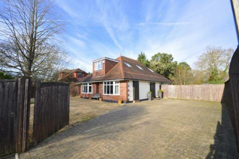 Ringwood Road, Three Legged Cross, Wimborne, BH21 6QY. 4 bedroom detached house