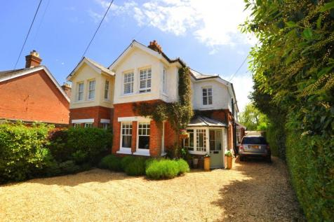 COLLEGE ROAD, Ringwood, BH24 1NX. 3 bedroom semi-detached house