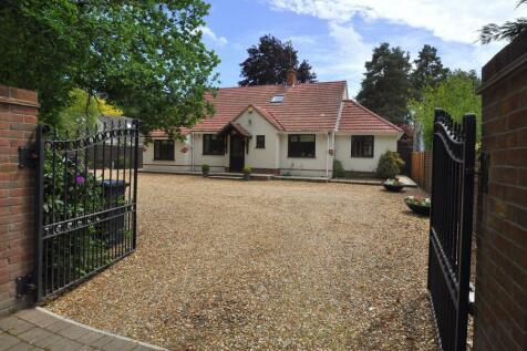 Ashley Heath, BH24 2EN. 4 bedroom detached house