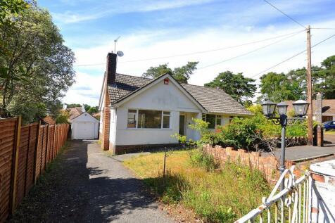 St Ives, Ringwood, BH24 2LW. 3 bedroom detached bungalow