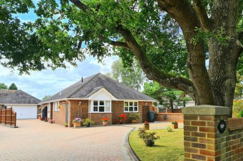 Woolsbridge Road, Ashley Heath, Ringwood, BH24 2LX. 3 bedroom detached bungalow