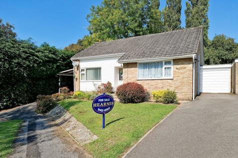 Shaw Road, Ringwood, BH24 1XH. 2 bedroom detached bungalow